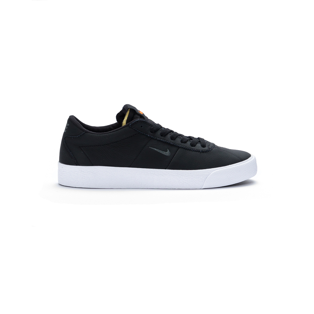 Op zoek naar de Nike SB Zoom Bruin ISO black? CV4282-001 BLACK/DARK GREY-BLACK-WHITE