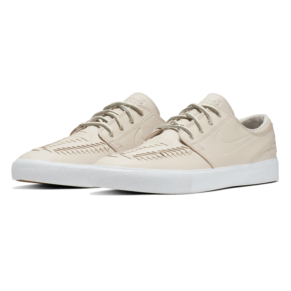 Now in stock the Nike SB Zoom Janoski RM Crafted Remastered nike janoski called Nike SB Zoom Janoski RM Crafted with a crafted touch in Desert Sand color scheme. If ordered now it will be at your door at high speed by fast shipping. Want to find fitting apparel? See Apparel by Nike combine it with other brands in our webshop in the Shoes Apparel Headwear Specials Hardware Accessoires. More info can be found at the online headquarters of Nike SB or Nike. Don't forget to check out our sale page to get lucky. Fier skateshop is based in Dordrecht and is the number one skate shop in the Drechtsteden for shoes, clothing, hardware, service and a big smile when it comes to skateboarding. Also follow us on social media Instagram,Facebook to make sure you're up to date with new products and specials.