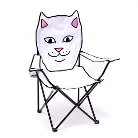 Now in stock the Rip N Dip Lord Nermal Beach Chair The one and only original Lord Nermal on a the beach, called Rip N Dip lord Nermal Beach chair. Sit on nerms face I mean not in a weird way But just fold him out Plop him on beach Take him to the park Carry him on your car Never know when yo ass needs a seat Foldable Lord Nermal Beach Chair Cup Holder Comes With Carrying Case Nu op voorraad de Rip N Dip Lord Nermal Pocket Tee De enige echte Lord Nermal op het strand. Originele oftewel de OG waar Rip N Dip allemaal mee begonnen is op een strandstoel