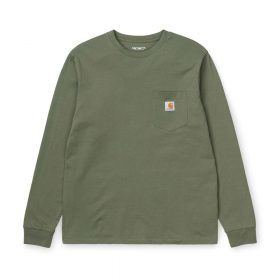 Now in stock the Carhartt WIP L/S Pocket T-shirt. The Carhartt WIP L/S Pocket T-Shirt is constructed from cotton jersey. It features a single chest pocket, adorned with a woven Carhartt WIP label. Regular fit. I022094_667_00 100% Cotton Single Jersey, 175 g/m² regular fit chest pocket square label on chest pocket Nu op voorraad de Carhartt WIP Pocket Sweat. De Carhartt wip L-S pocket T-Shirt is gemaakt van 100% katoen. Dit shirt heeft een normale pasvorm en is uitgerust met een borstzakje en afgemaakt met een Carhartt WIP Label. I022094_667_00 100% Katoen Single Jersey, 175 g/m² Normale pasvorm Borstzakje vierkante label op het borstzakje