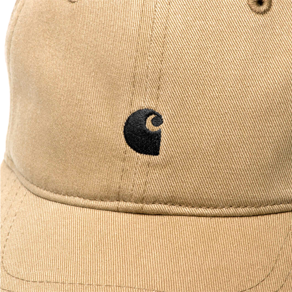 Carhartt Work in Progress Madison Logo Cap The pre-washed Carhartt Work in Progress Madison Logo Cap is suitable for head sizes 57-62 cm / 22.4-24.4 inches. It is made of six elements and can be adjusted with either a strap or a metal buckle. Details I023750_89_91 head circumference: 57 - 62 cm / 22.4 - 24.4 inch six panel garment washed unlined embroidered ventilation eyelets adjustable strap with personalized metal buckle logo embroidery Dark Navy / Black / Leather variant