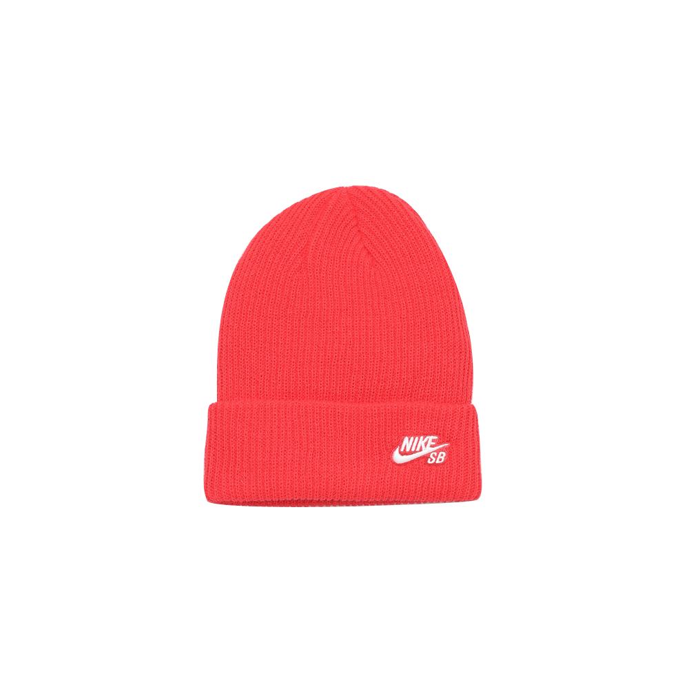 Comfortabele beanie van de Nike de Nike SB Fisher Beanie LT Fusion Red. De zachte, aansluitende Nike SB vissersbeanie maakt je skatelook af, zowel op straat als in de sneeuw. Gemaakt van 100% acrylgaren waardoor de comfort en warmte voorop staat bij het dragen van de muts. Pluspunten Knit garen is zacht en houdt je warm. Een ongestructureerd design met omslag sluit aan op je hoofd. Nike SB logo is op de omslag geborduurd. Nike SB Fisher Beanie LT Fusion Red Productgegevens 100% acryl Met de hand wasbaar Geïmporteerd Weergegeven kleur: LT Fusion Red/Wit Stijl: 628684-647