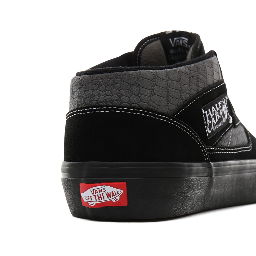 Vans Half Cab Pro '92 Classic Vans Half Cab Pro '92 with a crocodile texture in a black and pewter color scheme.
